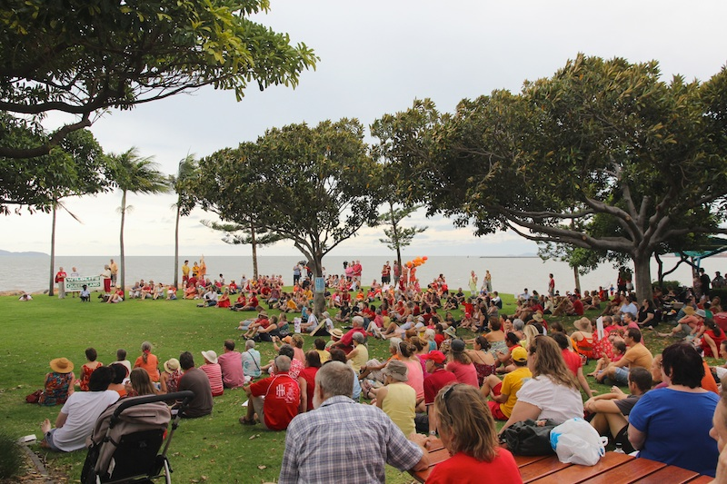 hundreds of people on lawn